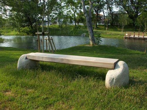 各務原市 河跡湖公園  天然木+自然石