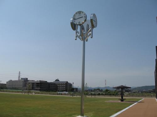 岐阜市 北西部運動公園 モニュメント時計塔