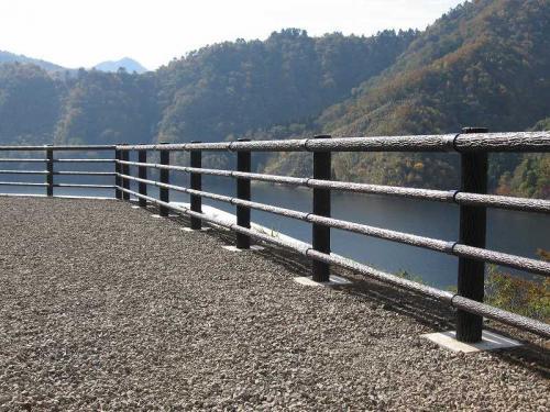 徳山ダム(山手地区) 転落防止柵