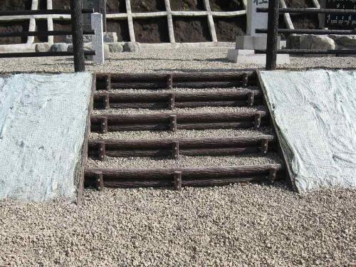 徳山ダム(山手地区) プラ擬木階段