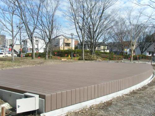 多治見市 太平公園  再生木材ステージ