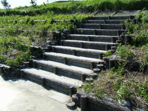 岐阜市 南鶉 プラ擬木階段