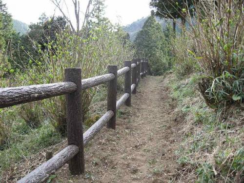 関市 板取あじさい園 プラ擬木柵