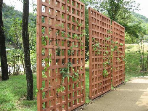 各務原市 瞑想の森 木製目隠し柵