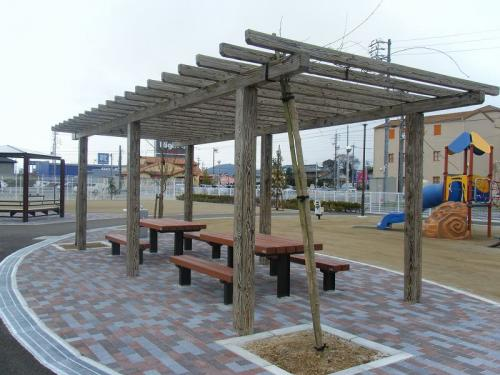 岐阜市 鷺山下土居中央公園 擬木パーゴラ+テーブルセット
