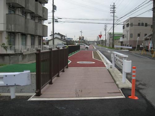 羽島用水整備(岐南地区) 再生木材人道橋+転落防止柵